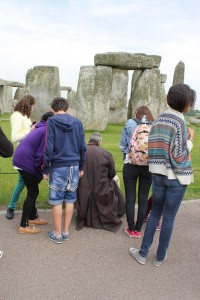 Stonehenge Artist and visitors 17/6/13